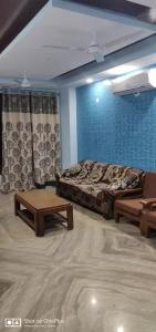 Gallery Cover Image of 1350 Sq.ft 3 BHK Independent Floor for rent in Saket for 70000