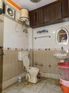 Bathroom Image of Sharma PG in Shakarpur Khas