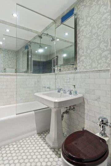 Bathroom Image of 1000 Sq.ft 2 BHK Apartment for rent in Malad West for 34000