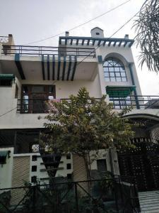 Gallery Cover Image of 190 Sq.ft 6 BHK Independent House for buy in Defence Colony for 7200000