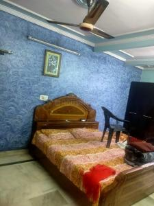 Gallery Cover Image of 950 Sq.ft 2 BHK Apartment for buy in Krishna Apartment, Paschim Vihar for 9500000