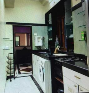 Gallery Cover Image of 1600 Sq.ft 3 BHK Apartment for rent in Haji Ali for 130000
