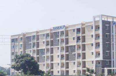 Gallery Cover Image of 1800 Sq.ft 3 BHK Apartment for rent in Hafeezpet for 30000