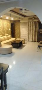 Gallery Cover Image of 1800 Sq.ft 4 BHK Apartment for buy in Pitampura for 22500000