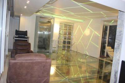 Gallery Cover Image of 4500 Sq.ft 4 BHK Apartment for rent in Capri Heights, Bandra West for 580000