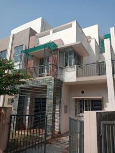 Gallery Cover Image of 2200 Sq.ft 3 BHK Independent House for rent in Universal Associates USE Kolkata West International City, Salap for 15000