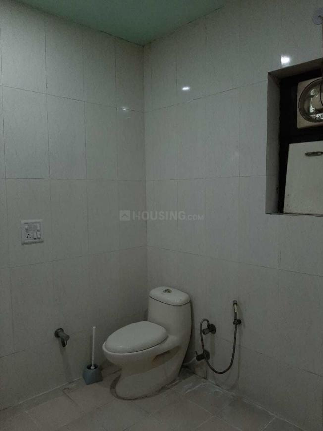 Common Bathroom Image of 1050 Sq.ft 2 BHK Apartment for rent in Sector 62 for 14000