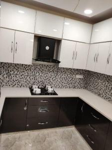 Gallery Cover Image of 2500 Sq.ft 3 BHK Independent Floor for buy in Unitech South City II, Sector 49 for 15000000