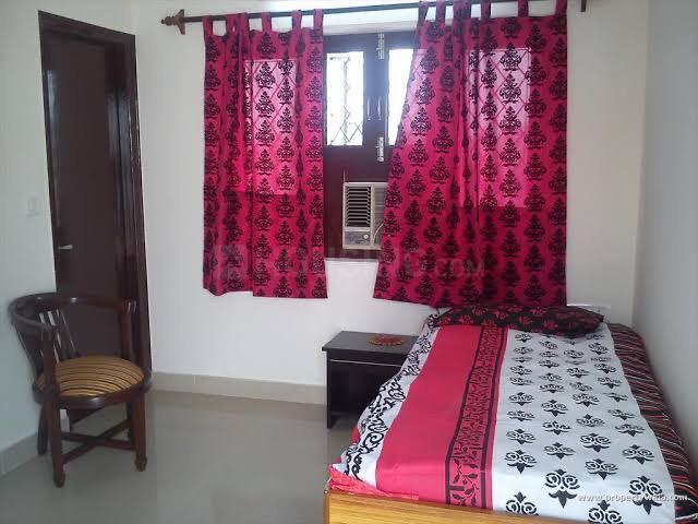 वरली में आदर्श नगर के बेडरूम की तस्वीर