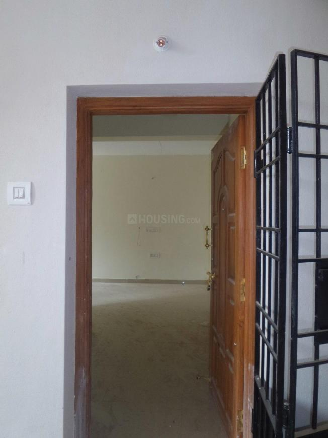 Main Entrance Image of 750 Sq.ft 2 BHK Apartment for buy in Ambattur for 4125000
