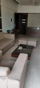 Gallery Cover Image of 1850 Sq.ft 3 BHK Apartment for buy in Casablanca Apt, Bandra West for 80000000