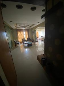 Gallery Cover Image of 2100 Sq.ft 3 BHK Apartment for rent in Mahima Residency, Piplod for 28000
