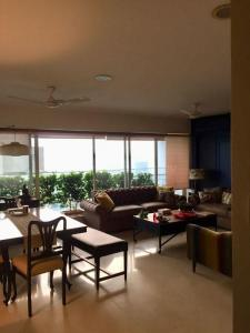 Gallery Cover Image of 1800 Sq.ft 3 BHK Apartment for buy in Santacruz West for 70000000