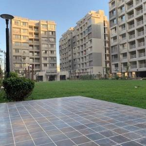 Gallery Cover Image of 1340 Sq.ft 2 BHK Apartment for rent in Radhe Skyline, Sanand for 13500