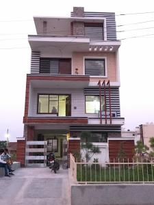 Gallery Cover Image of 1440 Sq.ft 3 BHK Independent House for rent in Sector 65 for 20000