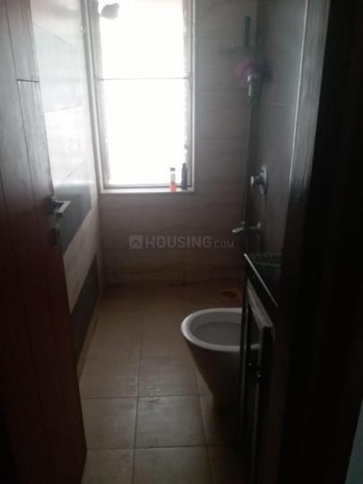 बांद्रा वेस्ट में सिंगल रूम के बाथरूम की तस्वीर