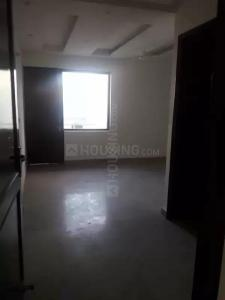 Gallery Cover Image of 2000 Sq.ft 3 BHK Apartment for rent in Raja Park Apartment, Shakurpur for 25000