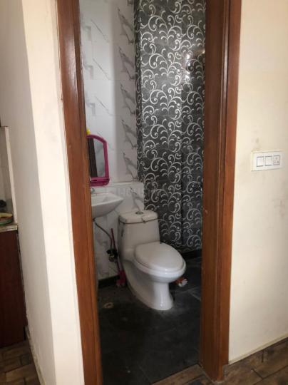 राजौरी गार्डन में वोहरा के बाथरूम की तस्वीर
