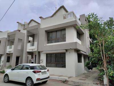 Gallery Cover Image of 4000 Sq.ft 4 BHK Independent House for buy in Bopal for 22500000