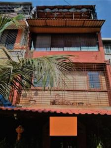 Gallery Cover Image of 2000 Sq.ft 3 BHK Apartment for buy in Kandivali West for 18000000