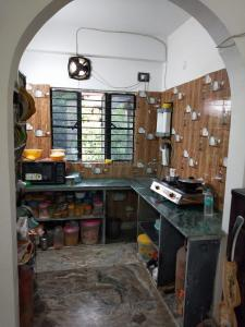 Gallery Cover Image of 750 Sq.ft 2 BHK Independent Floor for rent in Mamata Apartment, Barrackpore for 7500