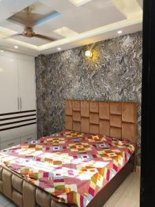 Gallery Cover Image of 600 Sq.ft 2 BHK Apartment for buy in Dwarka Mor for 2389000