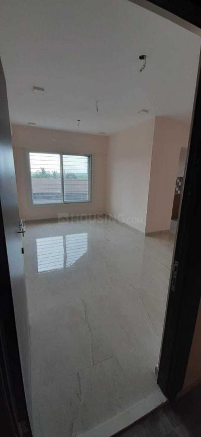 Living Room Image of 790 Sq.ft 2 BHK Apartment for buy in Kandivali West for 15200000
