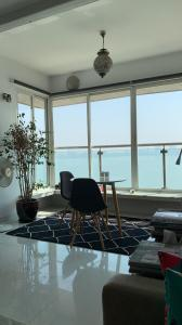 Gallery Cover Image of 1800 Sq.ft 3 BHK Apartment for rent in Malabar Hill for 350000