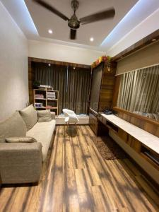 Gallery Cover Image of 2200 Sq.ft 4 BHK Apartment for buy in DB Woods, Goregaon East for 50000000