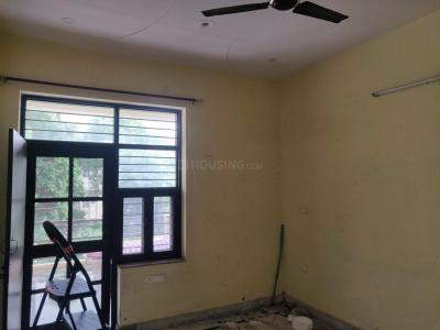 Gallery Cover Image of 500 Sq.ft 1 BHK Independent Floor for rent in Sector 11 for 13000