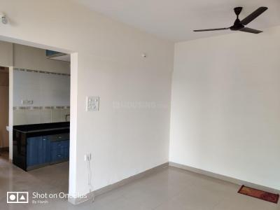 Gallery Cover Image of 980 Sq.ft 2 BHK Apartment for rent in Magarpatta City Iris, Magarpatta City for 19000