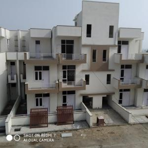 Gallery Cover Image of 1100 Sq.ft 3 BHK Independent Floor for buy in Sector 84 for 6000000