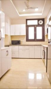 Gallery Cover Image of 3500 Sq.ft 4 BHK Apartment for rent in Sector 39 for 85000