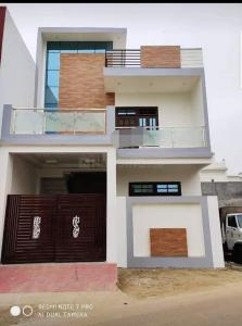 Gallery Cover Image of 1500 Sq.ft 3 BHK Independent Floor for buy in Gomti Nagar for 7000000