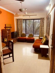 Gallery Cover Image of 1130 Sq.ft 2 BHK Apartment for rent in Malad West for 45000