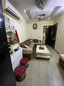 Gallery Cover Image of 850 Sq.ft 2 BHK Independent Floor for buy in Paschim Vihar for 9200000