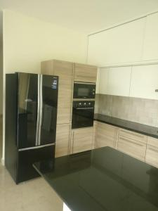 Gallery Cover Image of 3000 Sq.ft 3 BHK Apartment for buy in Mittal Luxuria, Jayamahal for 49000000