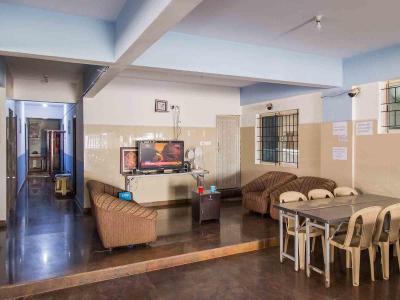 सेक्टर 100 में ज़ोलो इसपेस के लिविंग रूम की तस्वीर