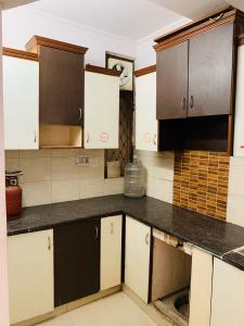 Kitchen Image of 630 Sq.ft 1 BHK Apartment for rent in Mahavir Enclave for 8500