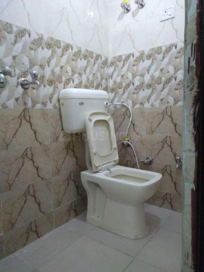 उत्तम नगर में गुप्ता रेंटल में बाथरूम की तस्वीर
