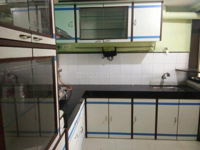 Gallery Cover Image of 760 Sq.ft 2 BHK Apartment for rent in Swapnalok Apartment, Malad East for 29000