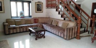 Gallery Cover Image of 3500 Sq.ft 5 BHK Villa for rent in Thaltej for 90000