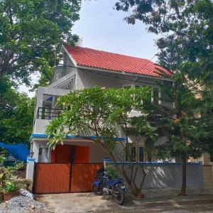Gallery Cover Image of 2500 Sq.ft 3 BHK Independent House for rent in Koramangala for 70000