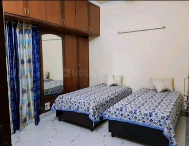 डीएलएफ फेज 2 में ख़ुशबू पीजी के बेडरूम की तस्वीर