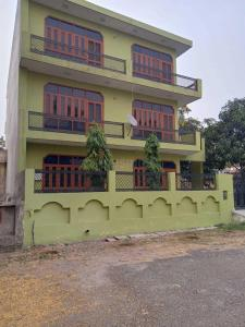 Gallery Cover Image of 2551 Sq.ft 10 BHK Independent House for buy in Phi III Greater Noida for 15000000
