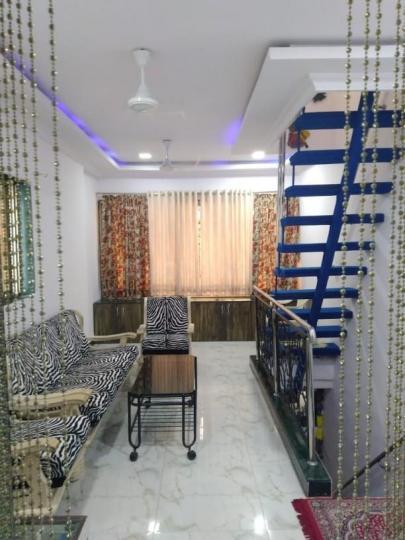 मुलुंड वेस्ट में कारण श्रीवास्तव में लिविंग रूम की तस्वीर