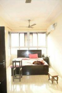 Gallery Cover Image of 1200 Sq.ft 3 BHK Apartment for rent in Una Apartment, Patparganj for 32000
