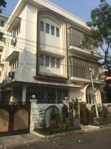 Gallery Cover Image of 3900 Sq.ft 8 BHK Villa for buy in Ballygunge apartment, Ballygunge for 42500000