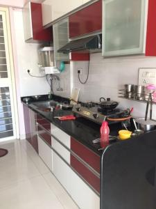 Gallery Cover Image of 950 Sq.ft 2 BHK Apartment for rent in Kharadi for 30000