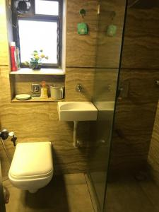 Gallery Cover Image of 999 Sq.ft 2 BHK Apartment for rent in Santacruz West for 77000